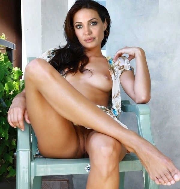 Angelina Jolie à poil