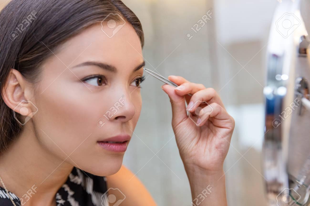 Femme asiatique à poil imagesize:960×640