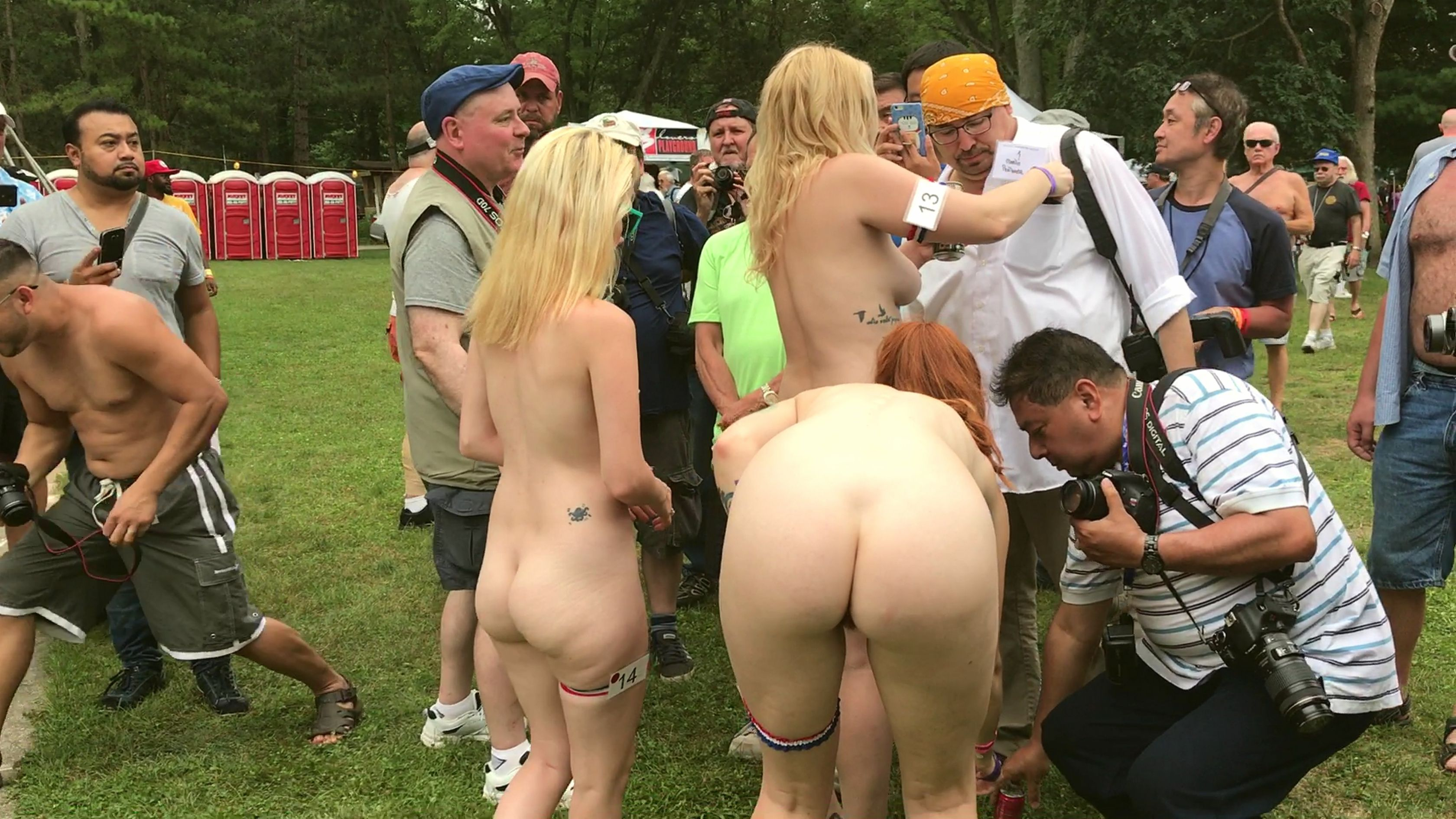 Femme gros seins nue en public imagesize:960×640