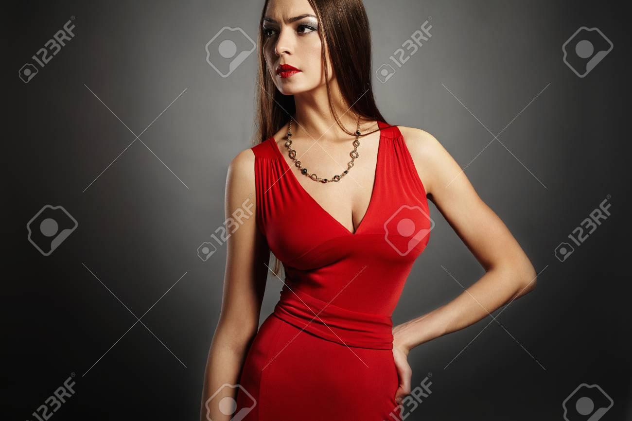 Femme gros seins robe
