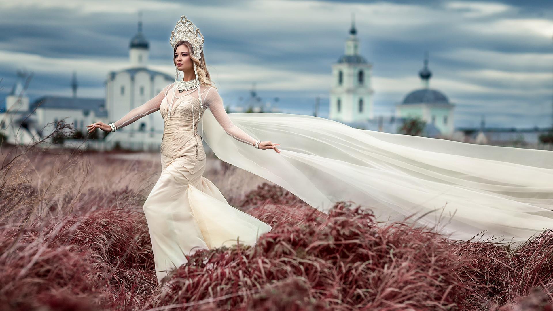 Femme russe robe courte